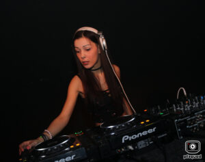 2018-06-16-coredoom-xl-lady-dammage-solo-party-time-out-img_6470
